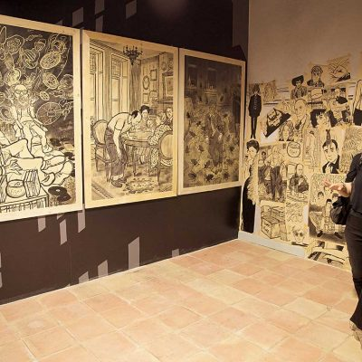 Un momento dell'inaugurazione. L'artista Vanna Vinci.